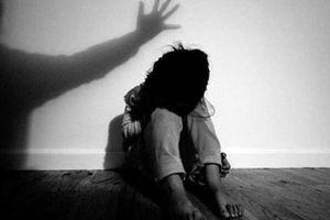 Vụ cha dượng xâm hại tình dục bé gái 11 tuổi ở Lào Cai: Đề nghị đổi tội danh