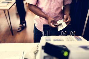 Vì sao bạn nên đổi tiền trước khi đi du lịch?