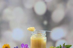 10 lợi ích sức khỏe ít được biết đến của sữa ong chúa