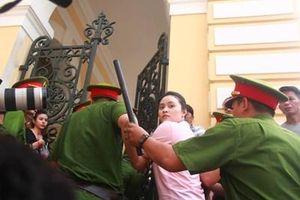 Không tuyên án hotgirl Ngọc Miu và Văn Kính Dương, tuyên trả hồ sơ điều tra bổ sung