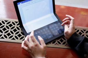 Lenovo giới thiệu laptop màn hình gập đầu tiên trên thế giới
