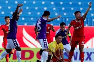 Trọng tài Ngô Duy Lân được thưởng 5 triệu vì ngăn tuyển thủ U.22 nuốt lưỡi ở V-League