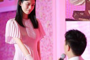Con trai ông trùm sòng bạc Macau cầu hôn bạn gái hơn 6 tuổi, nhẫn kim cương cỡ khủng gây choáng váng người nhìn