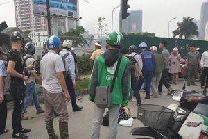 Hà Nội: Ô tô gây tai nạn liên hoàn, 2 người bị thương