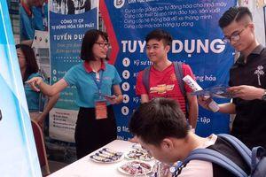 Tư vấn hướng nghiệp, tuyển dụng hàng nghìn sinh viên tại Hà Nội