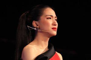 Hòa Minzy bật khóc vì bị chê chọn sai bài khi làm huấn luyện viên