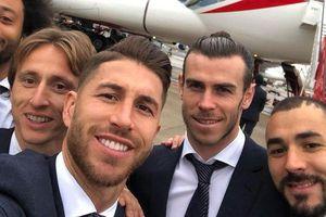 Dàn sao Real Madrid 'giết thời gian' trong các chuyến bay ra sao?
