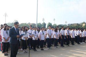 Hơn 200 học sinh tiêu biểu của Hà Nội báo công dâng Bác
