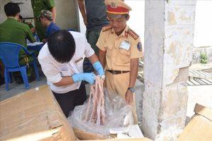 Xe biển số Lào chở 1,6 tấn nội tạng động vật không rõ nguồn gốc