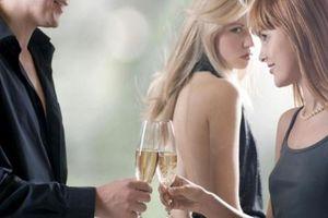 Gãy 'của quý' khi đang mặn nồng với bồ, người đàn ông sững sờ khi gặp vợ