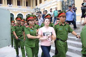 Hot girl Ngọc Miu mặc áo in thông điệp 'nhạy cảm': Luật quy định thế nào?