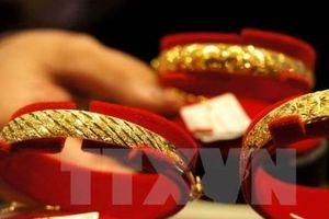 Giá vàng thế giới ngày 14/5 rời khỏi mức cao nhất của một tháng