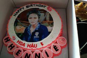 H'Hen Niê 'đập hộp' quà sinh nhật bất ngờ vì toàn là 'đồ hiệu'!