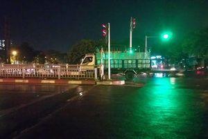 Nghi mâu thuẫn tình cảm, người đàn ông đâm gục nữ tài xế taxi rồi lao xuống sông tự tử ở Hà Nội