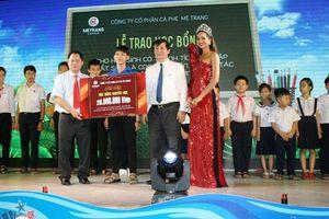 Trao học bổng cho học sinh huyện đảo Trường Sa
