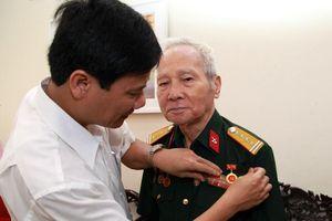 Đống Đa (Hà Nội): 64 đảng viên nhận Huy hiệu 70 năm tuổi Đảng