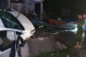Ô tô gặp tai nạn ở dốc Lầu Ông Hoàng, 1 người tử vong