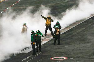Cuộc sống trên tàu sân bay USS Abraham Lincoln Mỹ điều tới Trung Đông