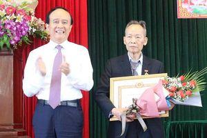 136 đảng viên huyện Thanh Oai nhận Huy hiệu Đảng đợt 19-5