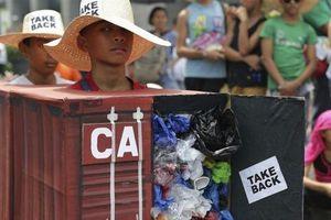 Leo thang sóng gió rác với Canada: Philippines liên tục 'mạnh tay'