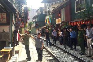 Tổng kiểm tra, rà soát, xử lý vi phạm hành lang ATGT đường sắt trên địa bàn quận Hoàn Kiếm