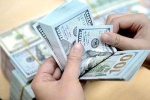Tỷ giá trung tâm giảm, USD trong ngân hàng giảm mạnh đến 70 đồng