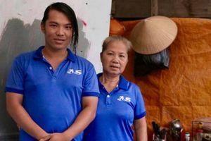 Mẹ con lao công trả 7.400USD cho khách Tây: Hành động rất tử tế!