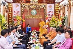 Chủ tịch Quốc hội chúc mừng dịp lễ Phật đản
