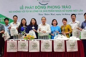 Thừa Thiên – Huế tiên phong dùng chai thủy tinh đựng nước uống cho các hội nghị