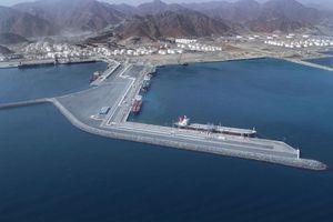 Sự cố ngoài khơi Các Tiểu Vương Quốc Ả rập Thống nhất (UAE). Sự mập mờ nguy hại!