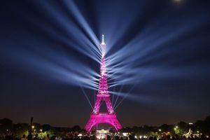 'Bữa tiệc' ánh sáng mừng Tháp Eiffel tròn 130 năm tuổi