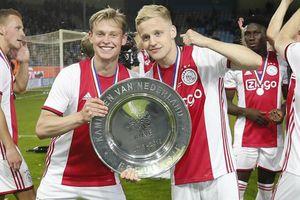 Frenkie de Jong nâng cao chức vô địch cùng Ajax trước khi đến Barcelona