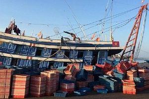 Quảng Bình: Ngạt khí trên tàu cá, 6 người thương vong