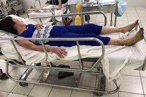 Côn đồ ngang nhiên phá nhà dân ở trung tâm TPHCM, 2 người bị đánh nhập viện