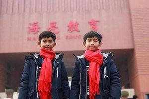 Cậu bé Campuchia biết nói đa ngôn ngữ đến Trung Quốc học tập