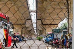 Hàng loạt gầm cầu Hà Nội bị chiếm dụng thành bãi trông giữ xe