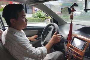 Vụ thầy giáo dạy lái xe ô tô bị tố sờ đùi học viên: Người phát tán clip lên tiếng