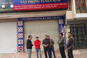 Đắk Lắk: Hàng trăm người tố cáo trường dạy lái xe 'bao đậu' lừa đảo