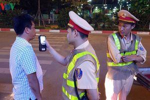 Cảnh sát Hà Nội 'mật phục', chủ quán bia báo cho khách 'né' bị xử phạt