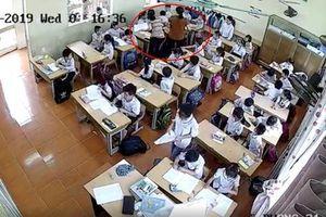 Phẫn nộ cô giáo tát học sinh lớp 2, dùng thước vụt mạnh nhiều em khác