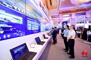 Huawei tích hợp 5G với 'video + AI' phát sóng trực tiếp HD 4K khi máy bay cất cánh