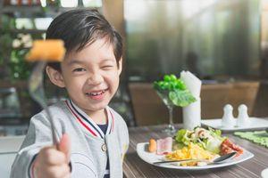 Gợi ý bữa sáng nhanh gọn, cân bằng dinh dưỡng cho trẻ đến trường
