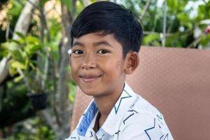 Cậu bé nói 10 thứ tiếng và những câu chuyện đổi đời nhờ hiếu học