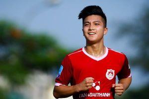 Trợ lý Lee Young-jin tới xem, Việt kiều Martin Lo liên tục ghi bàn