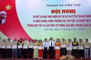Khen thưởng 129 tập thể, cá nhân xuất sắc trong học tập và làm theo Bác Hồ