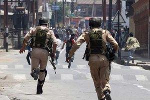 Đấu súng suốt 5 giờ ở Kashmir, binh sĩ Ấn Độ hứng thương vong