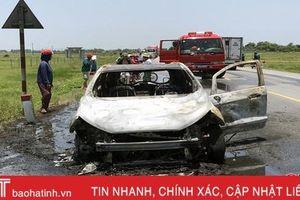 Ford Ecosport cháy trơ khung trên đường tránh TP Hà Tĩnh