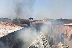 Cháy lớn tại nhiều xưởng gỗ ở làng nghề nổi tiếng Hà Nội