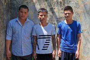 Nghệ An: Bắt nhóm bảo kê máy gặt, thu nhiều dao, súng tự chế