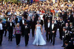 Chiếc đầm của công nương Diana tại Cannes cách đây hơn 30 năm bỗng hot chưa từng thấy